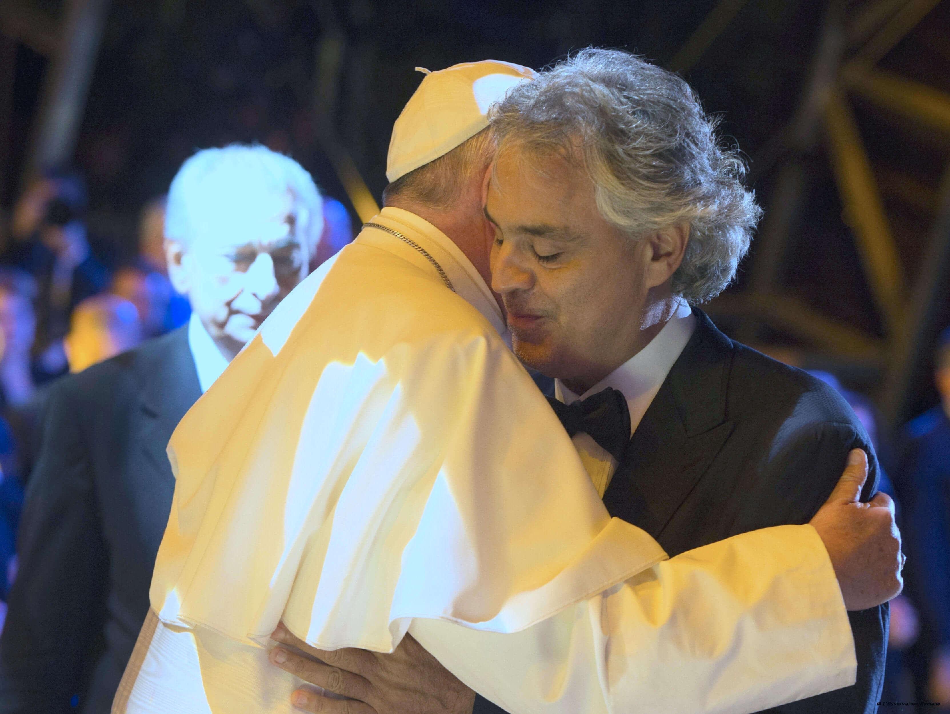 Bocelli: Kiváltság a pápának énekelni
