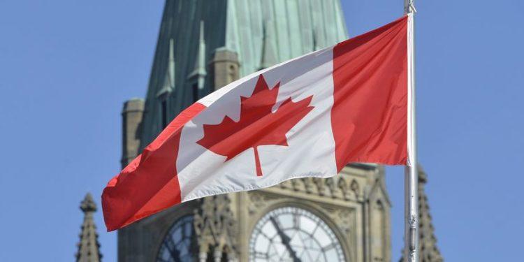 Québec: tanárok, bírók és rendőrök nem hordhatnak vallási szimbólumot