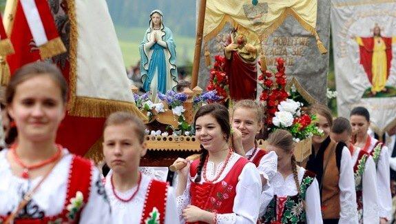A lengyel katolikusok stabilan vallásosak